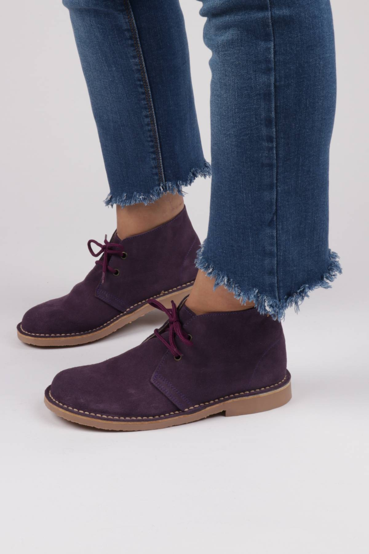 Desert boots in purple suede