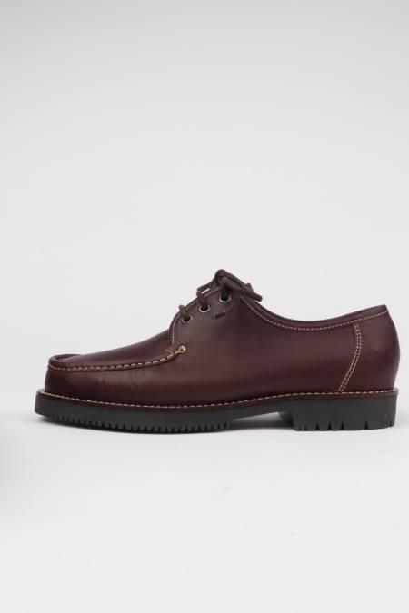 Zapatos sport color burdeos...