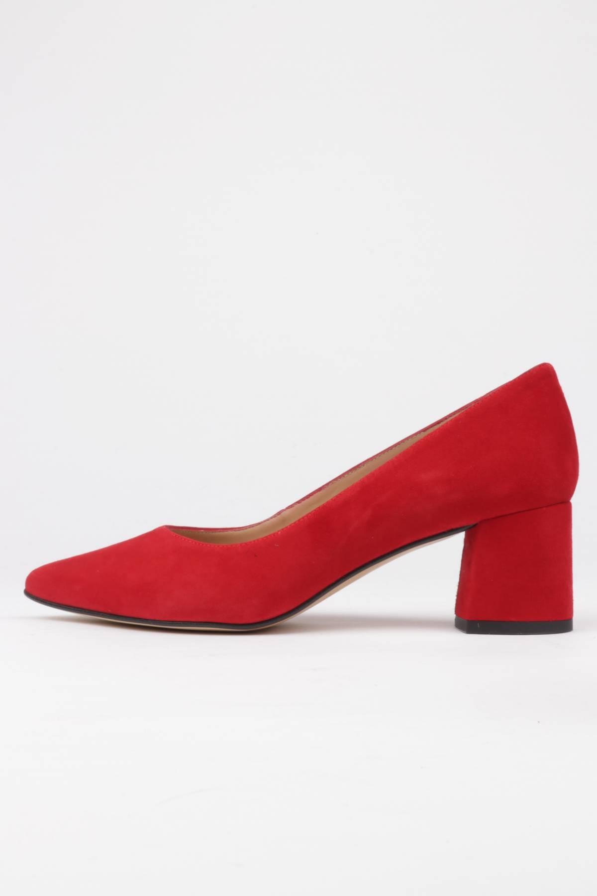 Wide heel pumps red suede