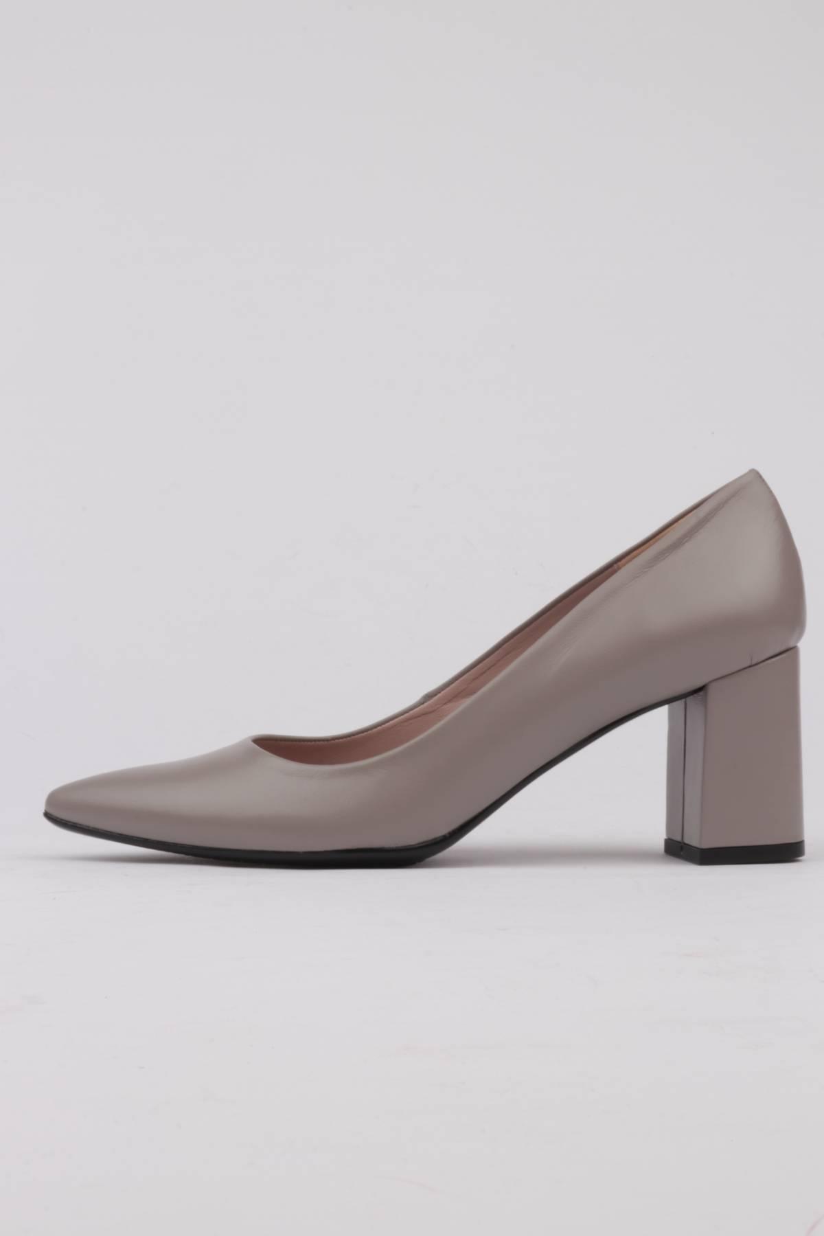 Stiletto wide heel light grey skin