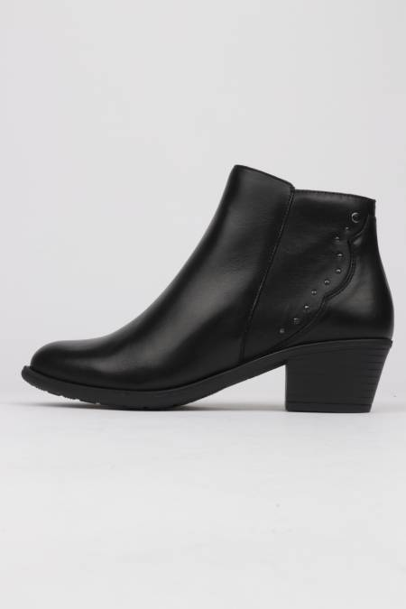Black leather ankle boots...