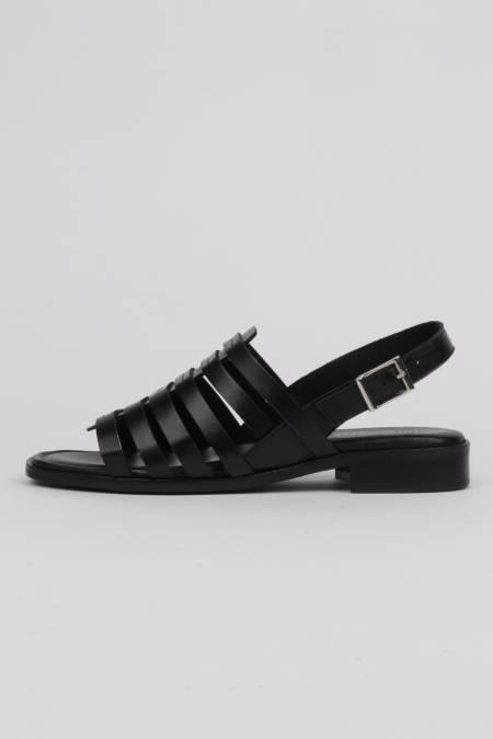 Flat black sandals strap...