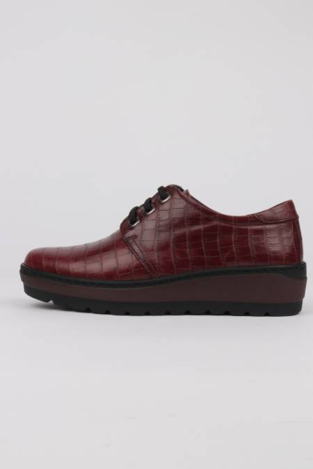 Burgundy lace-up shoes...