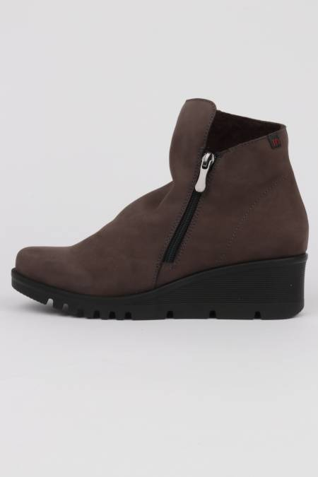Woman wedge ankle boots...