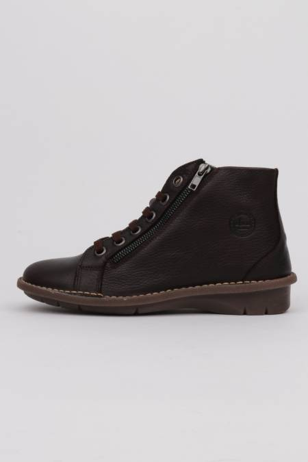Woman brown ankle boots...