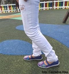 Zapatos merceditas y zapatos con pulsera